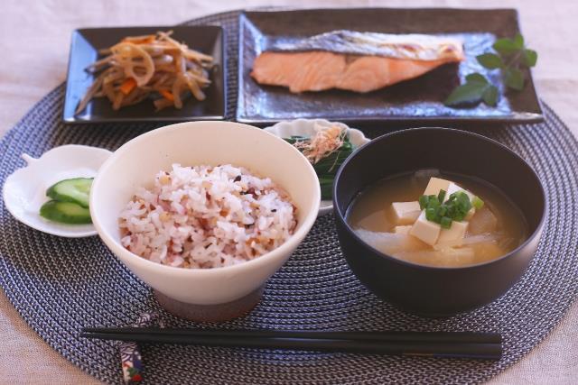理想的な栄養バランスの「和食」 | ヘルシーで美味しい和食の写真